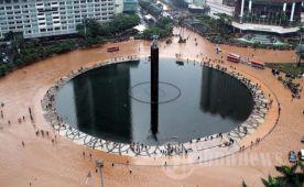Area Bundaran HI Tidak Luput Terkena Banjir.