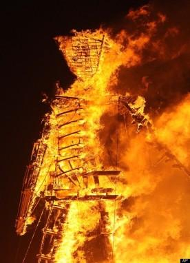 Pembakaran Effigy di Palaya pada tanggal 31 Agustus 2012. © AP Photo/Andy Barron, Reno Gazette Journal