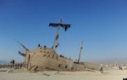 Sebuah karya seni berupa perahu yang bernama La Llorona dipamerkan di festival ini. La Llorona