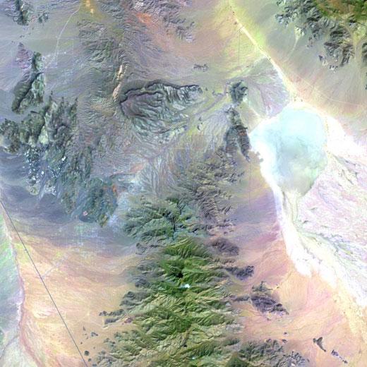 Gambar 4. Citra Satelit Landsat 8 Area Dolan Springs, Arizona – Amerika Serikat (sumber : http://landsat.usgs.gov/LDCM_Underfly_with_Landsat_7.php)