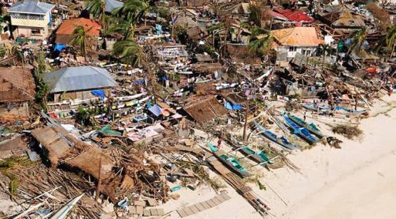 Gambar 1. Rumah-Rumah Banyak Yang Sudah Rata Dengan Tanah Akibat Diterjang Topan Haiyan