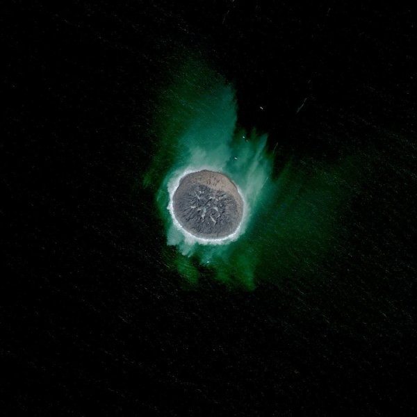 Gambar 13. Citra Satelit Pulau Yang Baru Terbentuk Akibat Gempa Bumi di Gwadar – Pakistan Tanggal Perekaman 29 September 2013