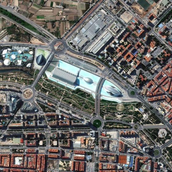 Gambar 17. Citra Satelit Palau de les Arts Reina Sofia dan Taman Gulliver di Valencia – Spanyol Tanggal Perekaman 19 Juli 2013