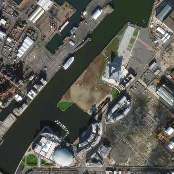 Gambar 18. Citra Satelit di Belfast (Irlandia Utara) Yang Menunjukkan Pekerjaan Seni Dalam Skala Besar Berupa Wajah Seorang Anak Perempuan Yang Dapat Terlihat Secara Jelas Dari Atas Tanggal Perekaman 3 November 2013