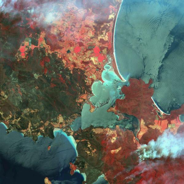 Gambar 3. Citra Satelit Warna Merah Semu yang Memperlihatkan Kebakaran di Wilayah Dunalley – Australia Tanggal Perekaman 6 Januari 2013