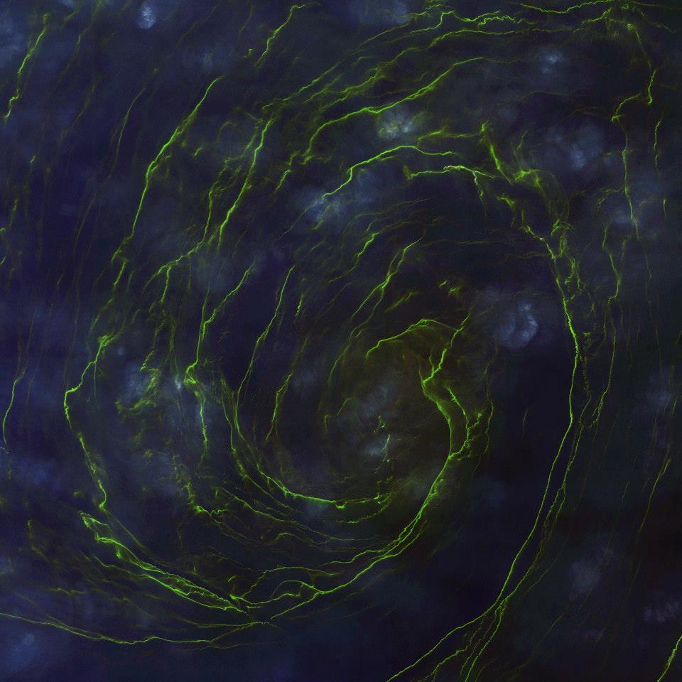 """Gambar 6. Citra Satelit Gelombang Pasang dengan Warna """"Hijau"""" Akibat Melimpahnya Phytoplankton di Dekat Kota Sur – Oman Tanggal Perekaman 13 Februari 2013"""