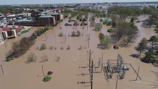 Banjir di Midland - Michigan Akibat Jebolnya Dua Bendungan